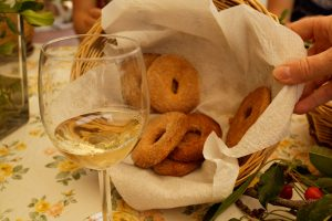 Traditional Wine Tour: Wine, food and culture!